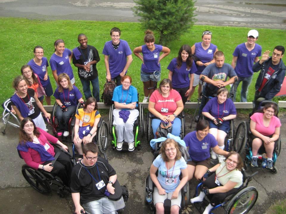 Quelques membres de l'Association du spina-bifida et de l'hydrocéphalie du Québec